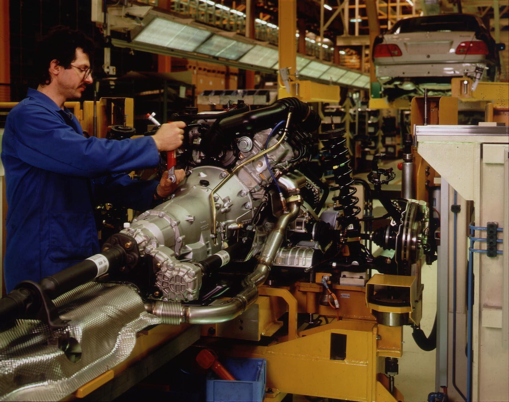 BILD ZU OTS055 UND OTS057 VON HEUTE -  Einen weiteren  international beachteten Beweis für ihre Gesamtfahrzeug-Kompetenz liefert die Steyr-Daimler-Puch Fahrzeugtechnik (SFT) in Graz, mit den neuen 4MATIC-Modellen der Mercedes E-Klasse.