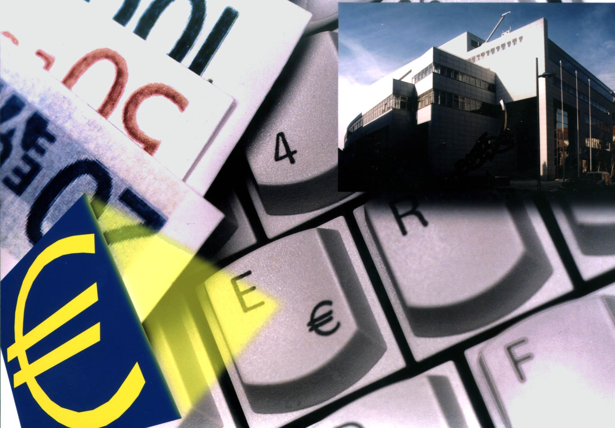 ZU OTS 106 - Für die komplette Neuausstattung der Österreichischen Nationalbank  mit PC-Arbeitsplätzen liefert Siemens Nixdorf 1045 Personal Computer mit Euro-Tastatur.    APA-Photo: OTS/Siemens Nixdorf