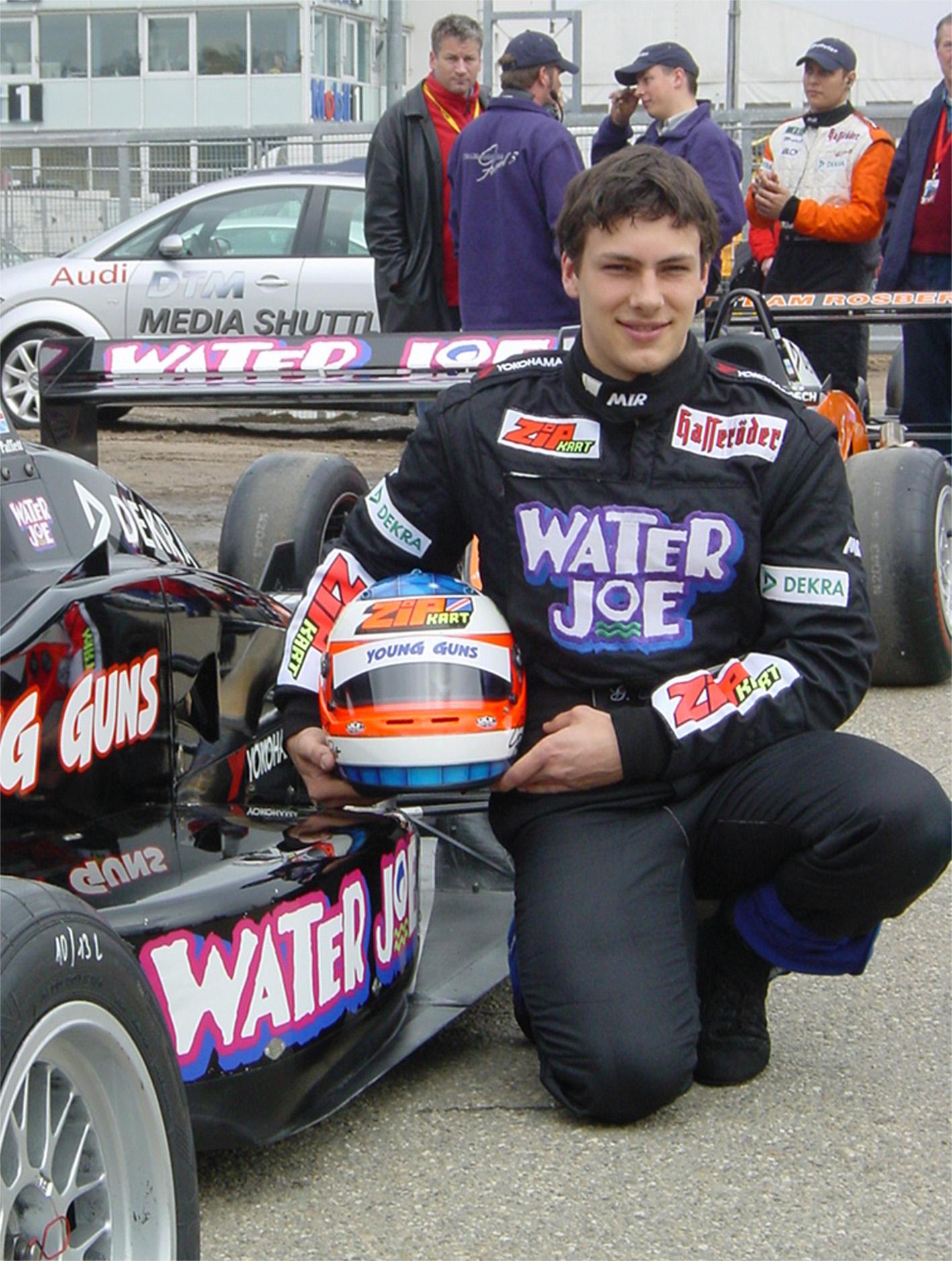 """Bild zu OTS - Nachdem """"Water Joe"""" Anfang dieses Jahres von Deutschlands Discotheken zum erfolgreichsten Soft Drink gewählt worden ist (siehe www.waterjoe.de )  wurde mit dem Team Rosberg nun der Schritt in den Motorsport gewagt."""