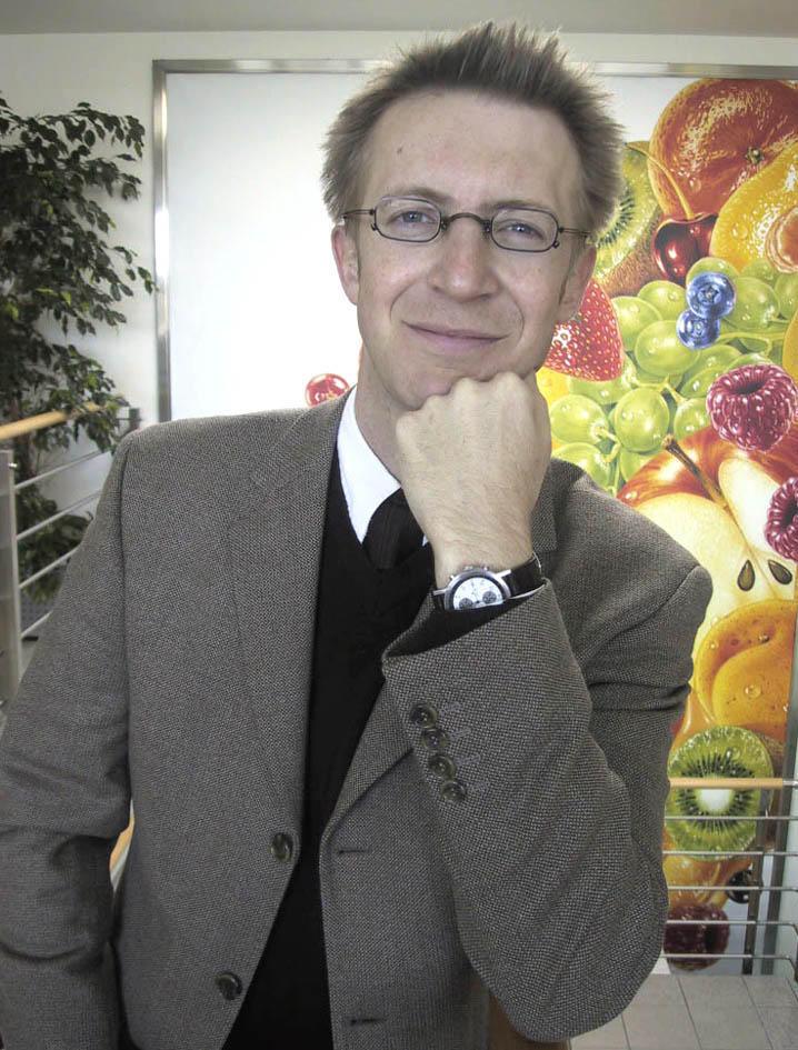 Bild zu OTS - Mit Mag. Thomas Gruber (33) hat Pago International das Ressort Human Ressorce neu besetzt. Gruber kommt aus Wien und war zuvor 6 Jahre im Konzern der Wiener Städtischen Versicherung tätig. Ein wichtiger Schwerpunkt der neuen Tätigkeit bei Pago wird der Ausbau von weiteren HR Instrumentarien sein.