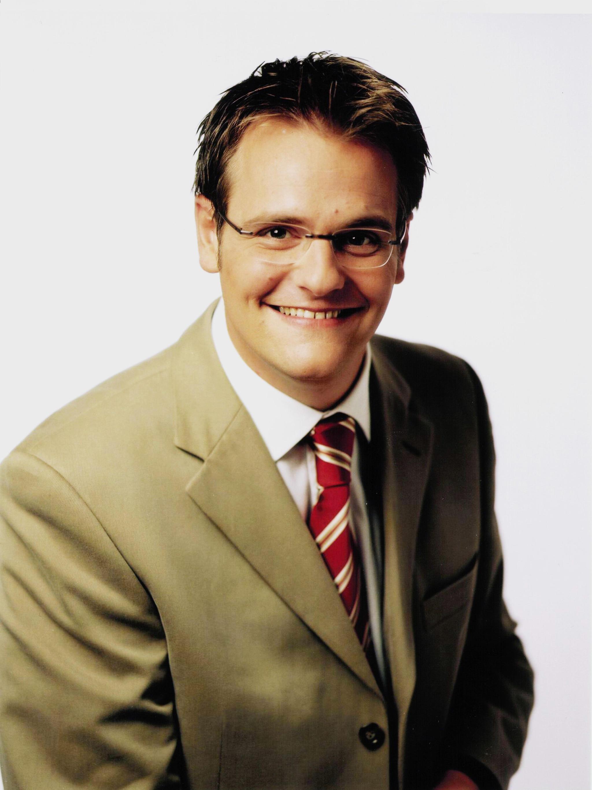 Bild zu OTS - Im Bild: Robert F. Hartlauer. Weiterhin auf wachsenden Erfolgskurs ist die Hartlauer-Optik mit seinem Komplettbrillen-Konzept um 65 Euro (Einstieg) bis maximal 152 Euro.