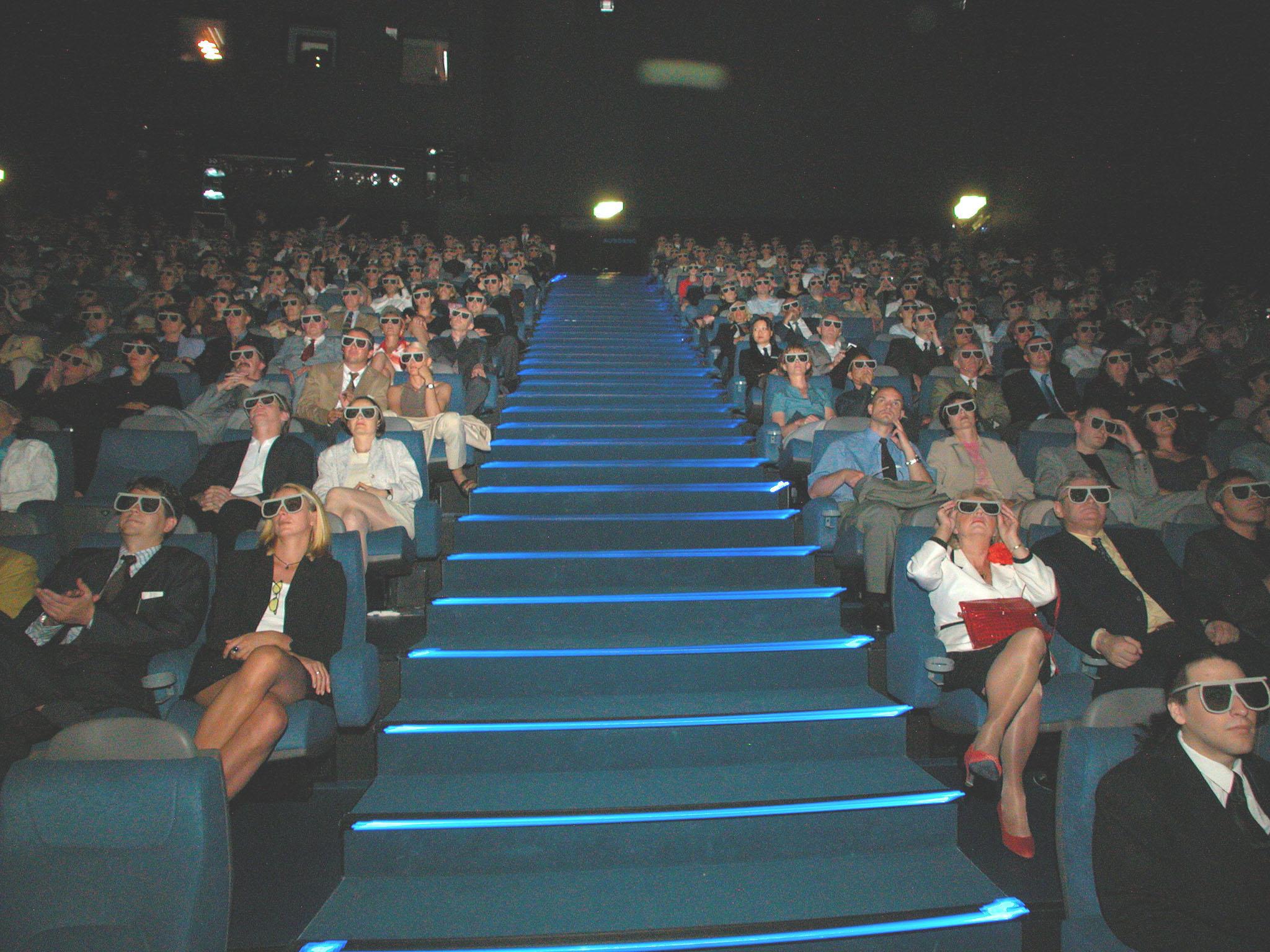 Bild zu OTS - Eine Leinwand so hoch wie ein siebenstöckiges Haus: 21 x 29 Meter pures Filmerlebnis. Neue 3D Technologie, Multimedialobby und 24.000 Watt starker Sound haben das IMAX-Publikum begeistert: Nach nur einer Woche haben sich schon 25.000 Besucher die neuen Filme im IMAX Wien angesehen.