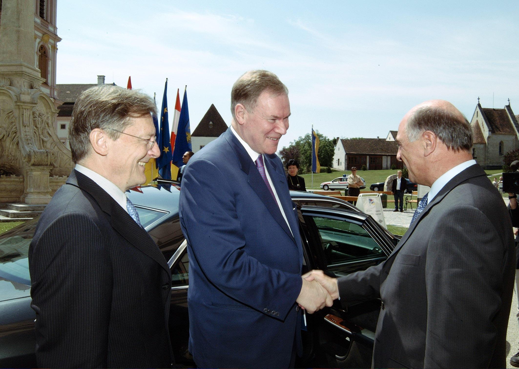 Bild zu OTS - Bundeskanzler Dr. Wolfgang Schüssel, Paavo Lipponen (Ministerpräsident der Republik Finnland), Landeshauptmann Dr. Erwin Pröll