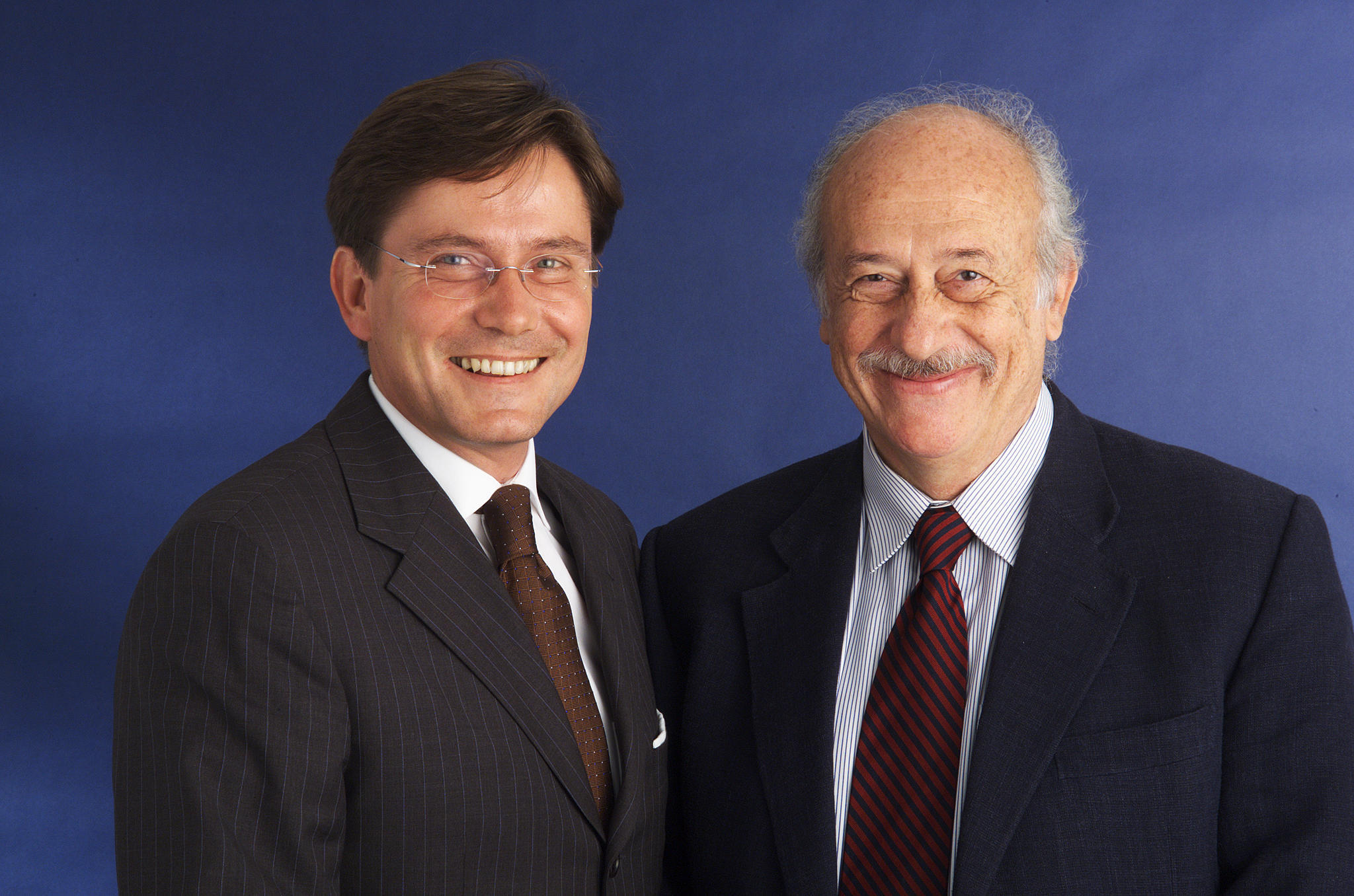 Bild zu OTS - Peter Newole (links) und Giuseppe Palma (rechts) Geschäftsführer der EUROPPASS LKW-Mautsystem GmbH