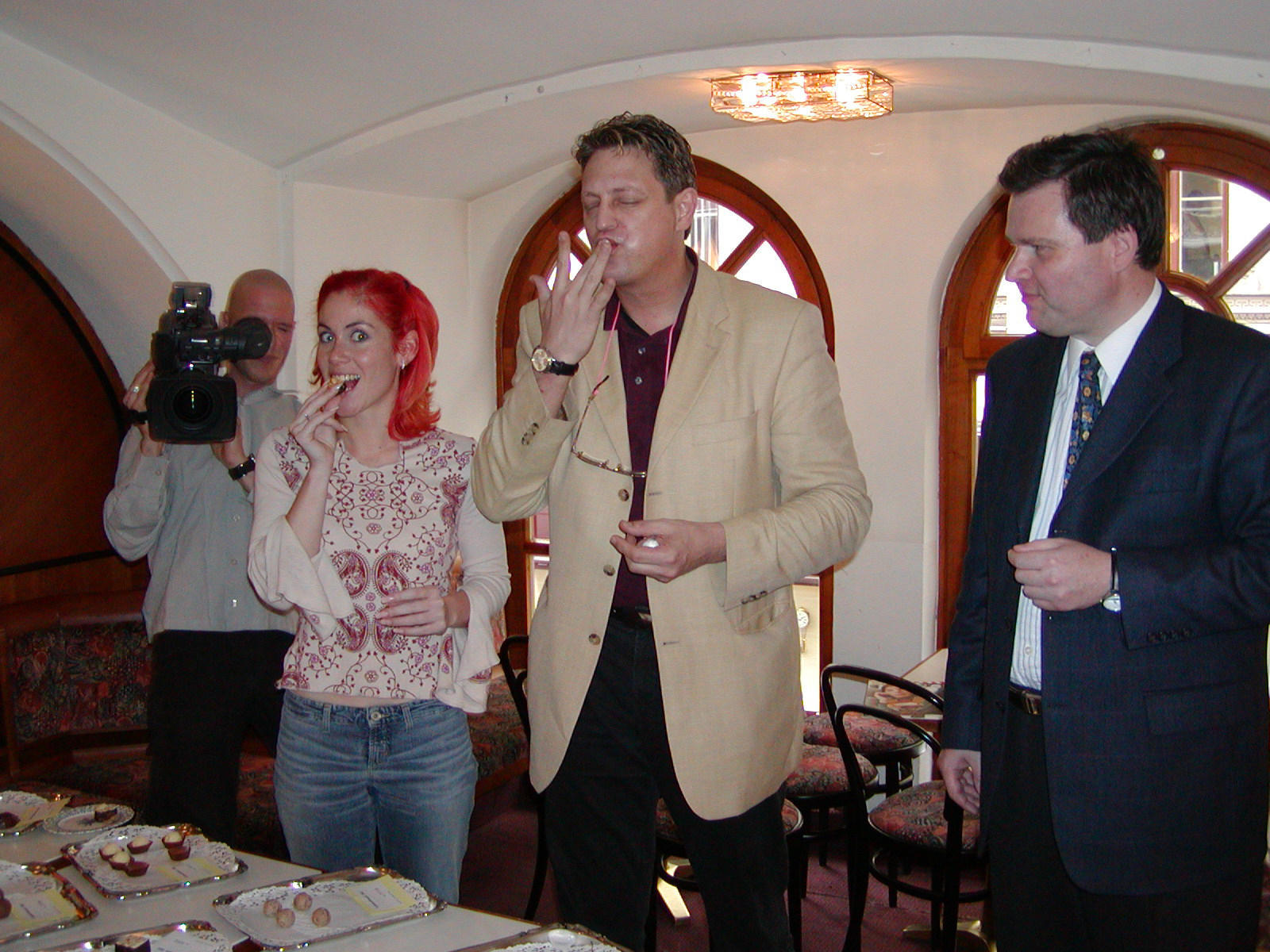 Prominente Verkoster prüften Trüffelspezialitäten auf Herz und Nieren. Im Bild v.l.n.r.: Adriane Zartl, Dieter Chmelar und Reinhard Krainz beim Verkosten der Trüffel.