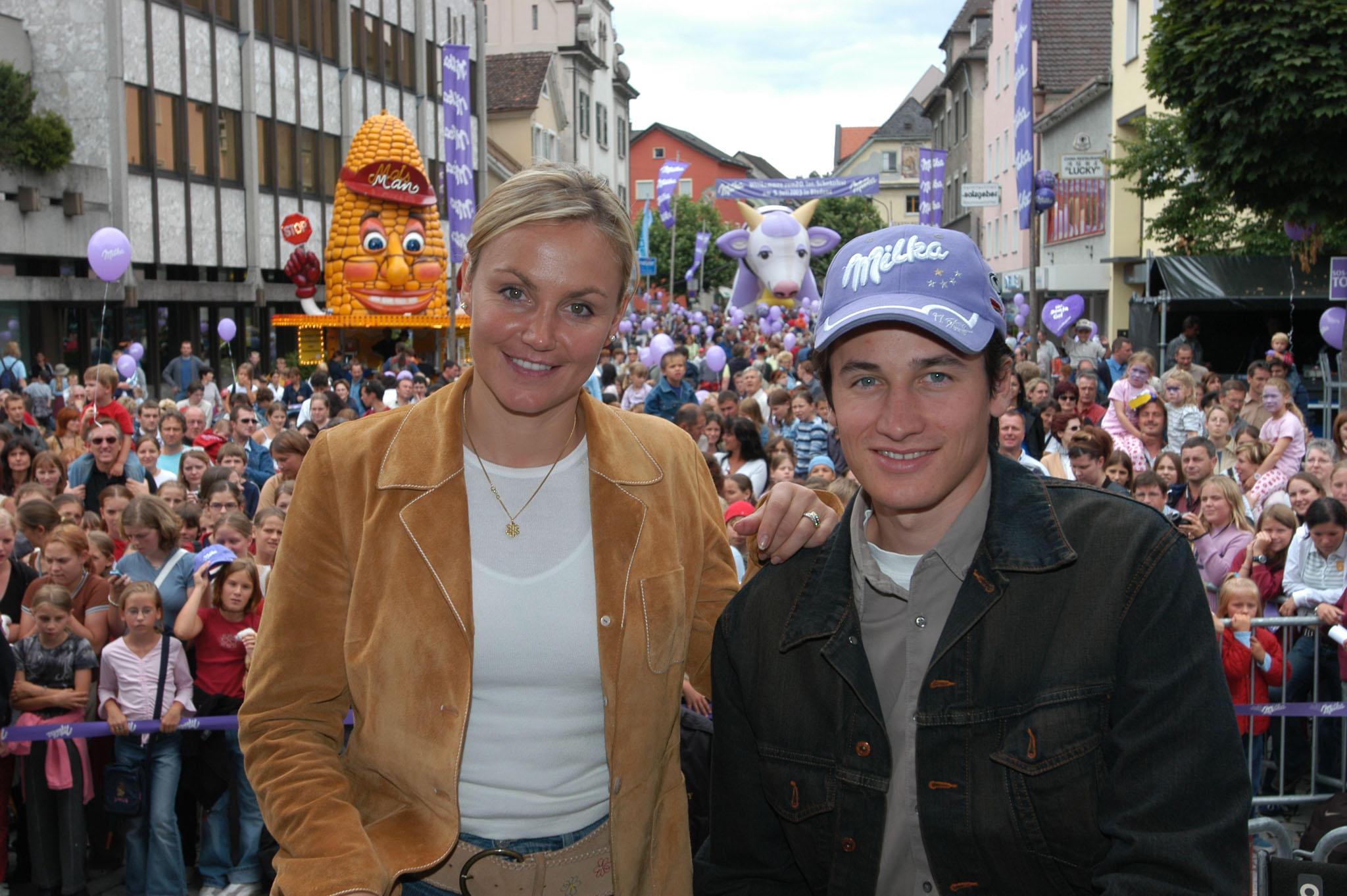 Die Milka Stars Martin Schmitt und Sonja Nef beim Schokofest in Bludenz.