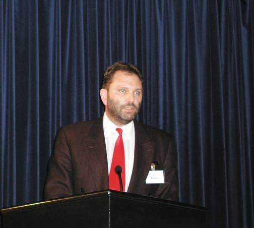 Kompetenzzentren unterstützen Zusammenarbeit zwischen Wirtschaft und Wissenschaft. Karl Fröschl, Geschäftsführer des E-Commerce Competence Center (EC3), am Podium der APA-E-Business-Community.