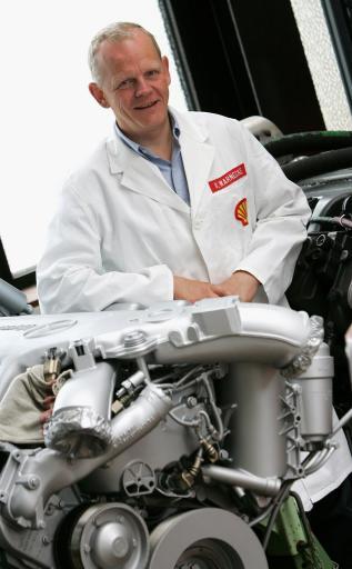 Dr. Wolfgang Warnecke, Leiter der weltweiten Kraftstoffentwicklung der Royal Dutch/Shell Gruppe, wird den Porsche-Preis am 3. Juni gemeinsam mit Dr. Wolfgang Steiger von der Volkswagen Konzernforschung entgegennehmen. Shell ist das erste Unternehmen der Mineralölbranche, das mit dem renommierten und höchstdotierten Automobiltechnik-Preis geehrt wird.