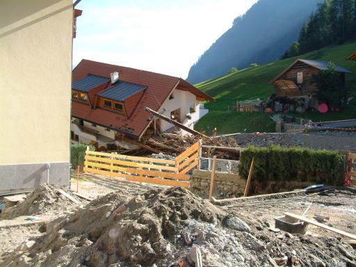 Die Tiroler KÖF-Landesleiterin, Anna Maria Steck, war eine der ersten nach den schweren Verwüstungen vor Ort.