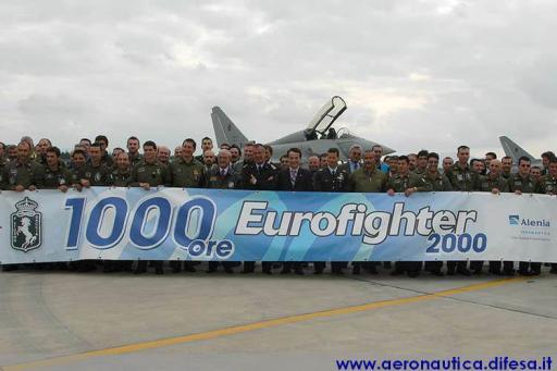 Italiens Verteidigungsminister Antonio Martino flog Eurofighter am 31.10.2005.