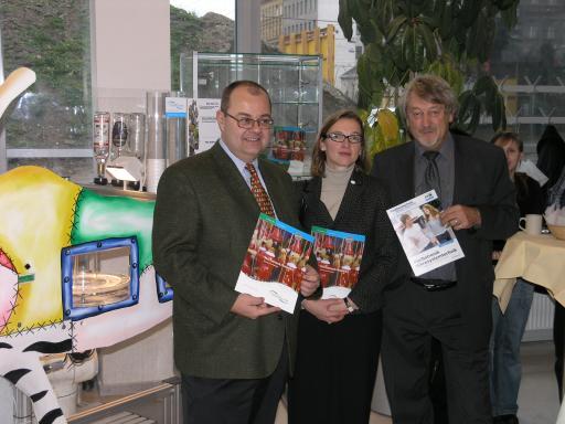 Im Bild v.l.n.r.: Dr. Michael Würdinger GF FH Technikum Wien, Mag. Angelika Ott Stellv. GF FHTW und DDr. Helmut Detter GF FH Wr. Neustadt.