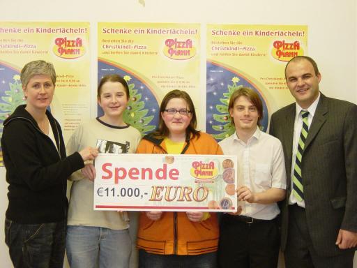Im Bild: Anita Kienesberger, Geschäftsführerin Österreichische Kinder-Krebs-Hilfe und Alexander Platzl, Geschäftsführer Pizza Mann.