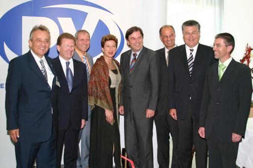 Von links nach rechts: Generaldirektor HR Dr. Ewald WETSCHEREK (PV), Obmann Karl HAAS (PV), Staatssekretär Sigisbert DOLINSCHEK, Obmann Stellvertreterin KommR Renate RÖMER (PV), Landeshauptmann Mag. Franz VOVES, Landesstellendirektor Josef RADL (PV), Vizebürgermeister der Stadt Graz Walter FERK, Landesstellenvorsitzender August KAPUN (PV)