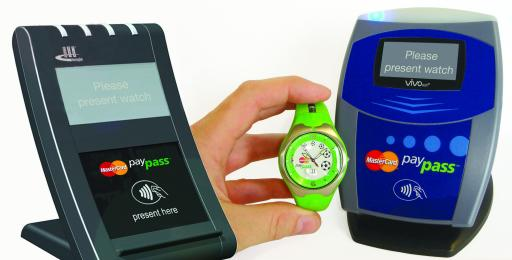 LAKS, der österreichische Uhrenentwickler, der bereits in der Vergangenheit mit Uhreninnovationen für Aufsehen sorgte, hat nun einen weltweiten Durchbruch im bargeldlosen Zahlungsverkehr geschafft. Seine neueste Entwicklung, die LAKS SmartTransaction Watch(TM) ist die erste Uhr mit bargeldloser Zahlungsfunktion.