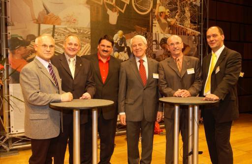 Das neu gewählte Bundespräsidium (v.l.n.r.: Johann Fichtinger, Richard Dragosits, Josef Muchitsch, Johann Holper, Stefan Meier, Othmar Danninger)