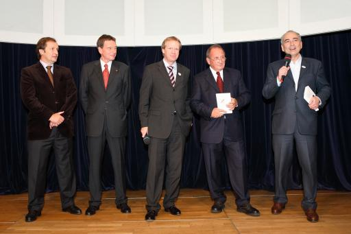 v.l.n.r.: Oliver Kitz (Casinos Austria), Willy Lehmann (Herausgeber), Fritz Stifsohn (Herausgeber), Germanos Athanasiadis(Verleger) http://pressefotos.at/m.php?g=1&u=42&dir=200611&e=20061115_G&a=event
