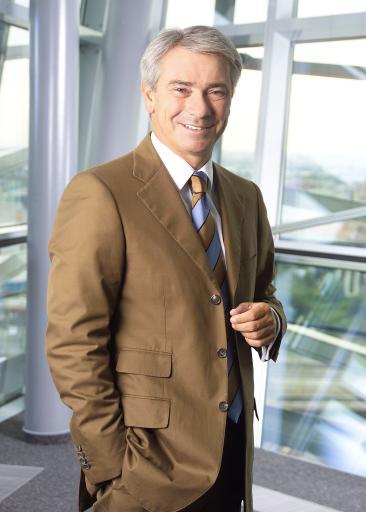 """Dr. Georg Pölzl wird mit Jahresbeginn 2007 als Beauftragter des Vorstandes der Deutschen Telekom das konzernweite Restrukturierungsprogramm """"Sparen für Service"""" (""""Save for Service"""") leiten."""