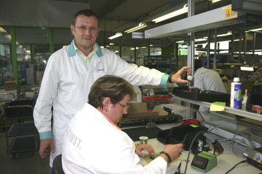 Vorstandsmitglied Bernhard Parzer in der Abatec-Produktionsstätte im Techno-Z Mariapfarr