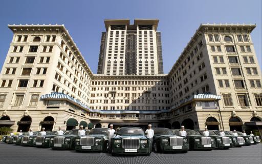 Das legendäre The Peninsula Hong Kong mit 14 neuen Rolls-Royce-Phantomen.