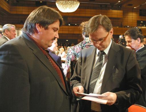 """Abg. z. NR Josef """"Beppo"""" Muchitsch übergibt Verteidigungsminister Mag. Norbert Darabos die Anliegen zur Thematik """"Schließung der Hermann-Kaserne"""""""
