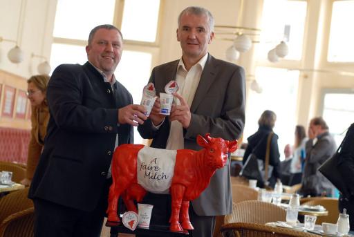 Pressekonferenz IG-Milch: Startschuss für europaweite Milchpreisinitiative. FOTO: Ewald Grünzweil, Ernst Halbmayr http://pressefotos.at/album/1/45/200705/20070509_m/