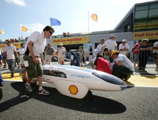Umgerechnet 1.800 Kilometer mit einem Liter Sprit erreichte das wasserstoffbetriebene Fahrzeug des proTRons Teams der FH Trier.