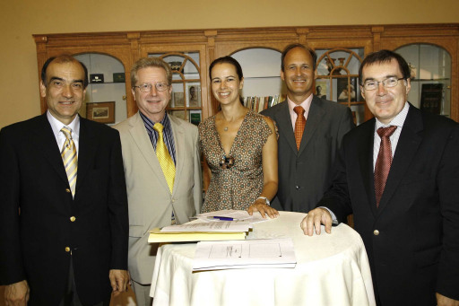 v.l.n.r.: Univ.-Prof. Dr. Patrick Zorowka - Vorstand der Univ.-HNO-Klinik Innsbruck, Dr. Peter Reisenberger - HNO-Facharzt in Gmunden, Dr. Sophie Karmasin - GF Karmasin Motivforschung Ges.m.b.H., DI Kay Buchhauser - GF Hansaton, Dr. Christoph Bruckner - Alpha Affairs http://pressefotos.at/m.php?g=1&u=38&dir=200706&e=20070613_m&a=event