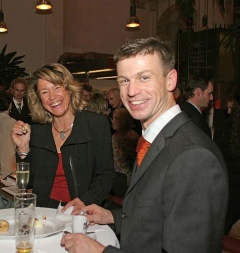 Am Donnerstag, 21. Juni 2007, lädt Juwelier Holzhammer zu einem exklusiven Event: Sommerschmuck Präsentation mit Barbara Karlich, dem Testimonial der Wiener Juweliere.