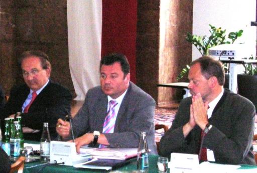 Sitzung des Kontrollausschusses des oö. Landtag am 29.Juni 2007: v.l.n.r.: Landesrechnungshofdirektor Dr. Helmut Brückner, Kontrollausschussobmann KO Mag. Günther Steinkellner (FPÖ), Agrarlandesrat Dr. Josef Stockinger