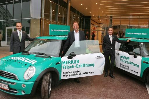 Merkur Markt Eröffnung im Stadion Center. v.l.n.r.: Klaus Pollhammer (Vorstand für den kaufmännischen Bereich), Michael Franek (Vorstand für Einkauf/Category Management) und Manfred Denner (Vorstand für Verkauf)