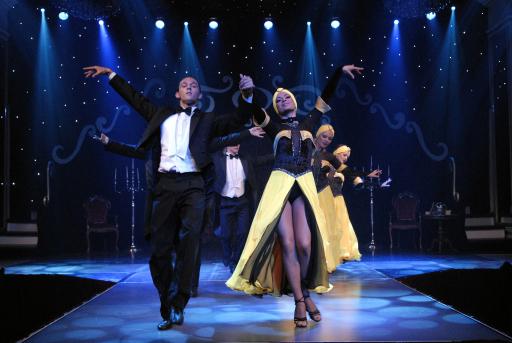 """Neue Fantissima Spielzeit 2007/2008: Eine glamouröse Zeitreise """"from the roaring 20's to the groovy 60's"""": Eine große Show mit Ballett, Comedy, Artistik und Zauberei."""