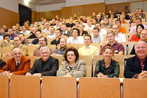 Leitung und Studenten der FernFH am ersten Studientag