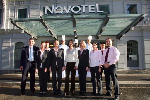 Direktorin Monika Stadler und ihr Team freuen sich auf die Gäste des neuen Novotel Wien City.