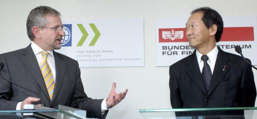 Vizekanzler Finanzminister Wilhelm Molterer mit dem Vizepräsidenten der Weltbank Shigeo Katsu