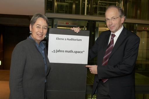5 Jahre math.space Im Bild v.l.n.r. Margit Fischer und Prof. Rudolf Taschner http://pressefotos.at/m.php?g=1&u=43&dir=200712&e=20071212_m&a=event