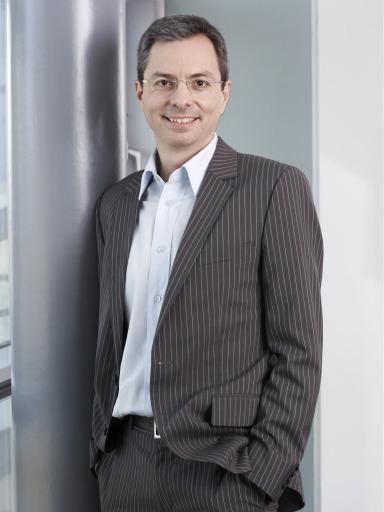 Mag. Peter Hörlezeder, 40, bisher Client Service Director bei Jung von Matt/Donau hat mit 1. Jänner 2008 die Leitung der Abteilung Market Communications bei T-Mobile Austria übernommen.