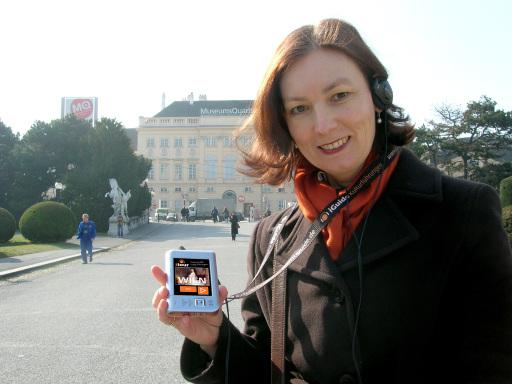 Ab März 2008 können Wien-Besucher einen außergewöhnlichen Stadtrundgang erleben. Kaiserin Elisabeth und W.A. Mozart begleiten die Touristen mittels eines Computers im Westentaschenformat durch Wien.