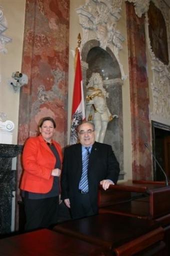 LT-Präs Mader und Gesundheitsministerin Dr.Andrea Kdolsky im Sitzungssaal des Tiroler Landtages