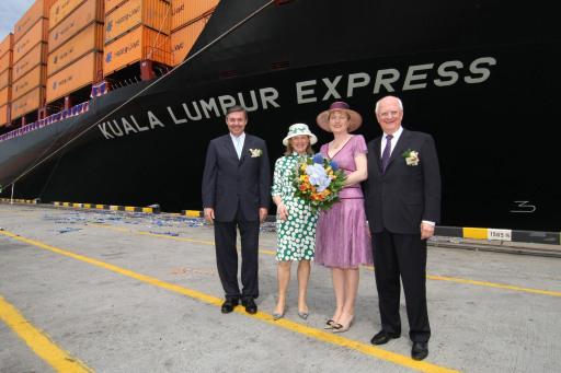 """Containerschiff """"Kuala Lumpur Express"""" am 30.04.2008 in Port Kelang/Malaysia getauft. v.l.n.r. Michael Behrendt (Vorstandsvorsitzender der Hapag-Lloyd AG), Cornelia Behrendt, Taufpatin Ursula Adrion, Adolf Adrion (Mitglied des Vorstands der Hapag-Lloyd AG)."""