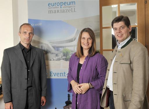 v.l.n.r.: Arch. DI Ferdinand Certov (Architekt), Barbara Stöckl (Geschäftführerin KIWI-TV Filmprod.g.m.b.h.), Nikolaus Hulatsch (Geschäftsführer Mariateller Europeum GmbH) http://pressefotos.at/main.php?g=1&u=1&dir=200808&e=20080826_m&a=event