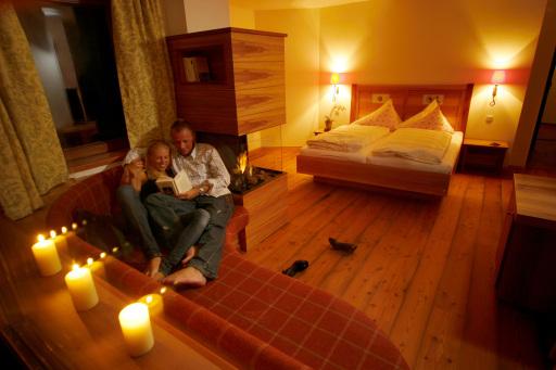 Baumsuiten im Hotel Tuxertal mit offenem Kamin und Kuschelecke