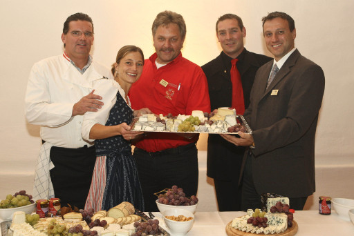 Finale Wahl zum Käsesommelier des Jahres 2008 Gerold Scheucher, Iris Vigne, Herbert Schober, Ronald Häsele und Herbert Gundacker http://pressefotos.at/m.php?g=1&u=62&dir=200810&e=20081002_a&a=event