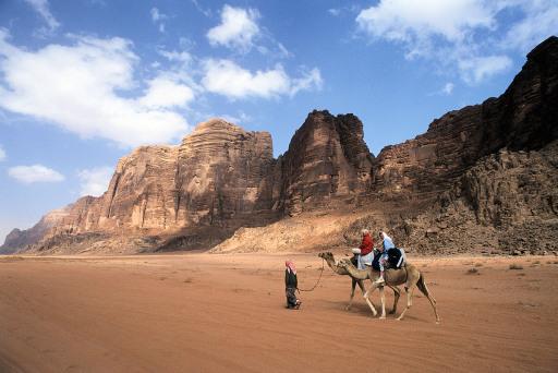 Wüstenerlebnisse in Jordanien. Mit der ASI bekommt man authentische Eindrücke zu Land und Leuten.