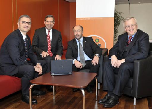 HP Software Universe 2008 in Wien: aktuelle Trends in der Unternehmens-Software, v.l.n.r.: Karl Werner (Software Manager, HP Österreich), Steen Lomholt-Thomsen (Vice President und General Manager, HP Software EMEA), Erich Albrechtowitz (Abteilungsleiter V/6 IT Personalmanagement, Bundesministerium für Finanzen), Rudolf Kemler (Generaldirektor, HP Österreich) http://pressefotos.at/m.php?g=1&u=1&dir=200812&e=20081209_h&a=event
