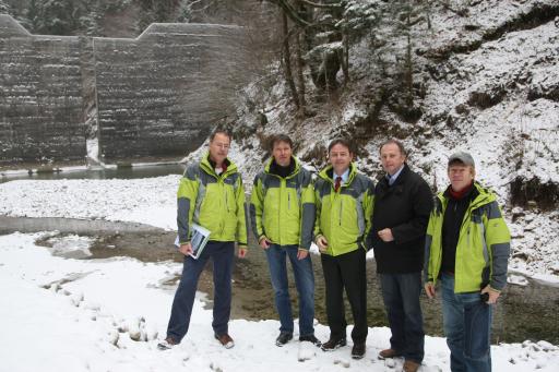 Im Bild von links Thomas Fischer und Leonhard Kirmplstätter (beide Salzburger Wildbachverbauung), BM Nikolaus Berlakovich, Landesrat Sepp Eisl und Rudolf Schmidt (Lawinenbauung).