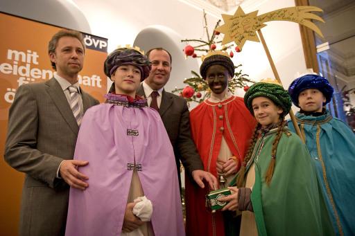 Erstmals als Vizekanzler wurde DI Josef Pröll von den Heiligen Drei Königen besucht, als die Sternsingerinnen in der Lichtenfelsgasse ihre Aufwartung machten.