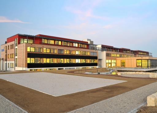 Die Firmenzentrale ist nicht nur ein Bürogebäude, sondern auch ein Paradebeispiel für die effiziente Nutzung erneuerbarer Energien.