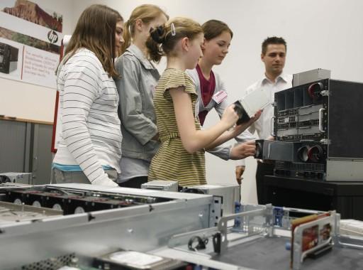 Töchtertag 2009 bei HP - HP beteiligt sich heute bereits zum 4. Mal am 'Wiener Töchtertag', der Mädchen im Alter von elf bis 16 Jahren Unterstützung bei ihrer Berufsorientierung bieten soll http://pressefotos.at/m.php?g=1&u=52&dir=200904&e=20090423_h&a=event