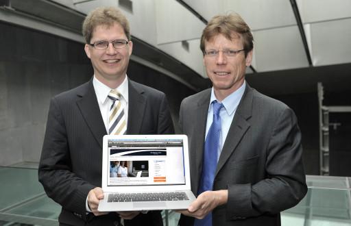 Die Porsche Bank AG, Österreichs führender Automobilfinanzierer, startet ab 1. Mai 2009 das Einlagengeschäft als neues Geschäftsfeld und bietet Online-Sparern 3% Zinsen für täglich fälliges Geld - v.l.n.r.: Mag. Rainer Schroll (Vorstand Porsche Bank AG), Mag. Hannes Maurer (Vorstand Porsche Bank AG) http://pressefotos.at/m.php?g=1&u=1&dir=200904&e=20090429_p&a=event