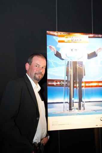 """Der """"Objektiv 09"""" für die besten österreichischen Pressefotos wurde von der APA und Canon am 12. 5. 2009 vergeben. Leonhard Föger wurde für sein Bild von Wilhelm Molterer mit dem ersten Platz in der Kategorie Innen- und Außenpolitik ausgezeichnet."""